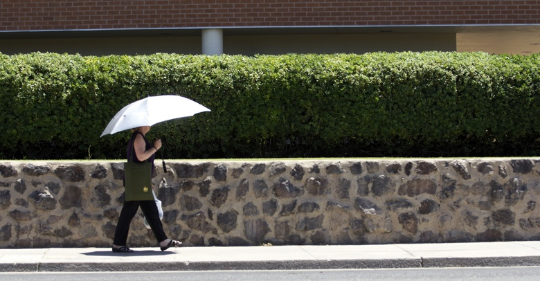 Tucson residents find ways to protect themselves from the high temperature